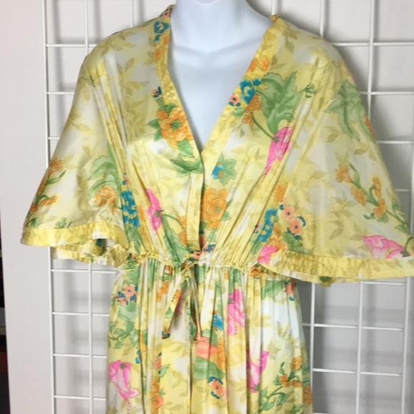 754ac6c74073 Vintage Lounge Robe Vanity Fair L Yellow Floral. M 5b2fecd7f63eeac5b98edb12